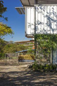 Cour - Franceschi-Container par DAO, Re Arquitectura - Santa Ana, Costa Rica © Adam Baker