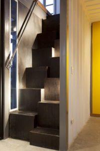 Escalier accès étage - Franceschi-Container par DAO, Re Arquitectura - Santa Ana, Costa Rica © Adam Baker