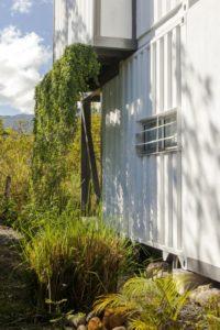 Façade conteneur recyclé - Franceschi-Container par DAO, Re Arquitectura - Santa Ana, Costa Rica © Adam Baker