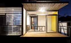 Façade terrasse bois - Franceschi-Container par DAO, Re Arquitectura - Santa Ana, Costa Rica © Adam Baker