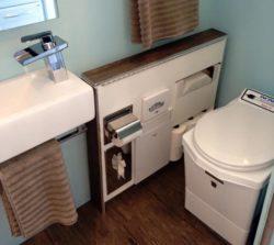 Salle de bains - Lodge-Tiny-House par Tracey Powell, USA © Tracey Powell
