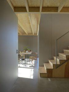 Salle séjour et escalier accès second étage - House-Drummer par Bornstein Lyckefors - Karna, Suede © Mikael Olsson