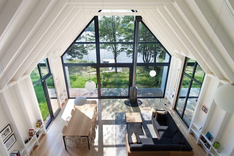 Vue panoramique salon et salle séjour - fenetre-lac par YH2 - Quebec, Canada © Francis Pelletier