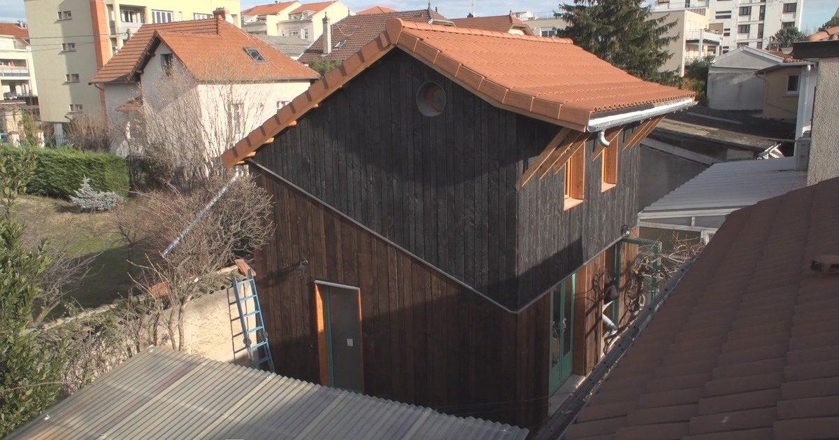 vid o une maison bois et terre en milieu urbain v nissieux fr 69 build green. Black Bedroom Furniture Sets. Home Design Ideas