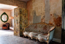 Apparition de condensation et moisissures sur un mur ancien