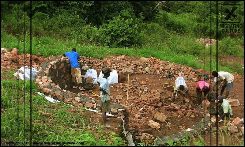 Elévation fondation en pierre - chalet-eartbag - Ghana © migratingculture