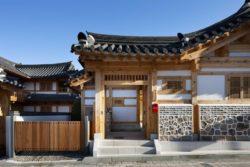 Entrée résidence principale - Su-o-jae par studio-GAON - Jingwan-dong, Coree du Sud © Youngchae Park