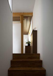 Escalier bois - Su-o-jae par studio-GAON - Jingwan-dong, Coree du Sud © Youngchae Park