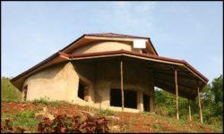 Façade principale - chalet-eartbag - Ghana © migratingculture