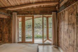 Grand battant vitré ouverte chambre - Springstream-House par WEI architects - Fuding, Chine © Weiqi Jin