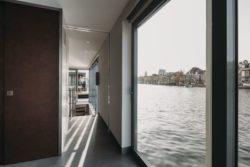 Grande baie vitrée - Haarlem-Shuffle par vanOmmeren-architecten - Haarlem, Pays-Bas © Eva Bloem
