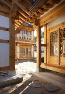 Hall accès cour intérieure - Su-o-jae par studio-GAON - Jingwan-dong, Coree du Sud © Youngchae Park