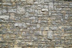 Mur en pierre taillée