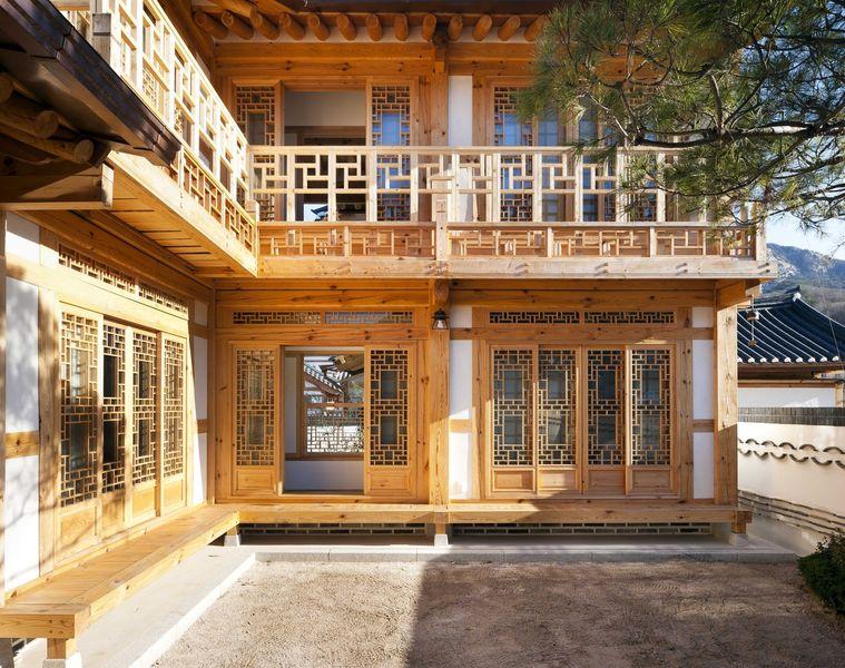 Ouvertures et balcon en bois - Su-o-jae par studio-GAON - Jingwan-dong, Coree du Sud © Youngchae Park