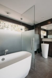 Salle de bains - Haarlem-Shuffle par vanOmmeren-architecten - Haarlem, Pays-Bas © Eva Bloem