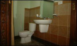 Salle de bains - chalet-eartbag - Ghana © migratingculture