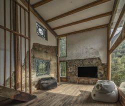 Second salon avec écran TV - Springstream-House par WEI architects - Fuding, Chine © Weiqi Jin