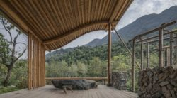 Terrasse bois lambris - Springstream-House par WEI architects - Fuding, Chine © Weiqi Jin