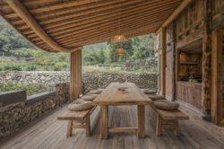 Terrasse salon design et vue sur cuisine - Springstream-House par WEI architects - Fuding, Chine © Weiqi Jin