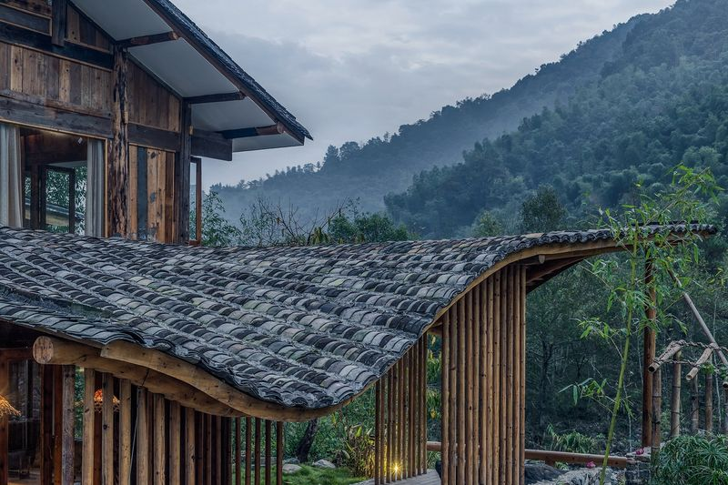 Toiture traditionnelle et charpente en bois local - Springstream-House par WEI architects - Fuding, Chine © Weiqi Jin