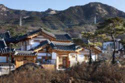 Vue panoramique site et montagne - Su-o-jae par studio-GAON - Jingwan-dong, Coree du Sud © Youngchae Park