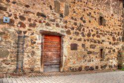 murs anciens en pierres hourdés