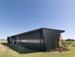 Façade avec matériaux à faible bilan carbone - Core 9 par Beaumont Concepts - Cape Paterson, Australie © Warren Reed