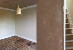 Façade murs d'argile pré-séchés - Heated Clay Wall par Silke Stevens - Londres, Angleterre