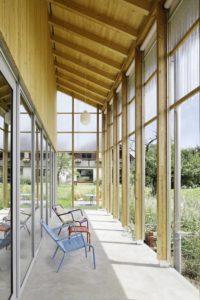 Façade terrasse - House-C par HHF - Ziefen, Suisse © Tom Bisig