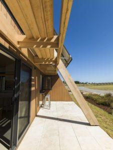 Façade terrasse et porte vitrée coulissante - Core 9 par Beaumont Concepts - Cape Paterson, Australie © Warren Reed