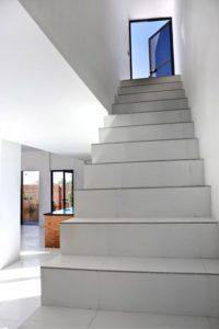Longue escalier accès étage - Through Gardens House par BAM Architects - Parvaneh, Iran