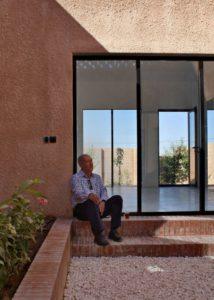 Mini terrasse et grandes portes vitrées coulissantes - Through Gardens House par BAM Architects - Parvaneh, Iran