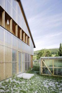 Structure bois avec matériau translucide - House-C par HHF - Ziefen, Suisse © Tom Bisig