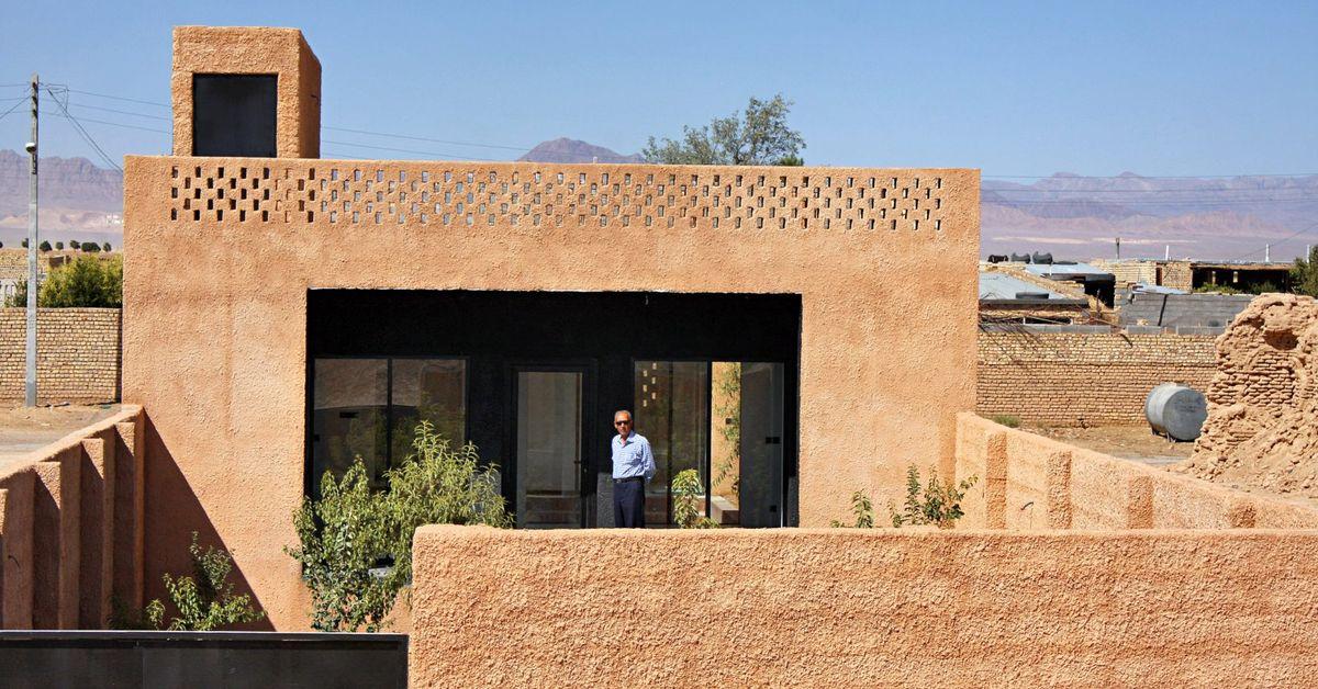 enduit de terre et sable pour cette maison iranienne en. Black Bedroom Furniture Sets. Home Design Ideas