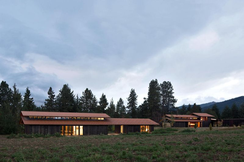 Ensemble bâtiments site - Trout-Lake-House par Olson Kundig - Washington, USA © Jeremy Bittermann