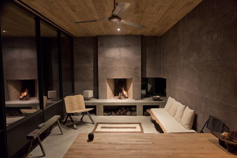 Mini salon et cheminée - Casa-Caldera par DUST - Texas, USA © Cade Hayes