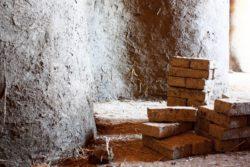 Mur en brique de terre - Workshop-Italy par Building-Trust - Todi, Italie © Elettra Melani