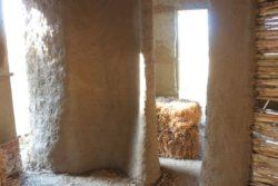 Mur en terre et paille - Workshop-Italy par Building-Trust - Todi, Italie © Elettra Melani
