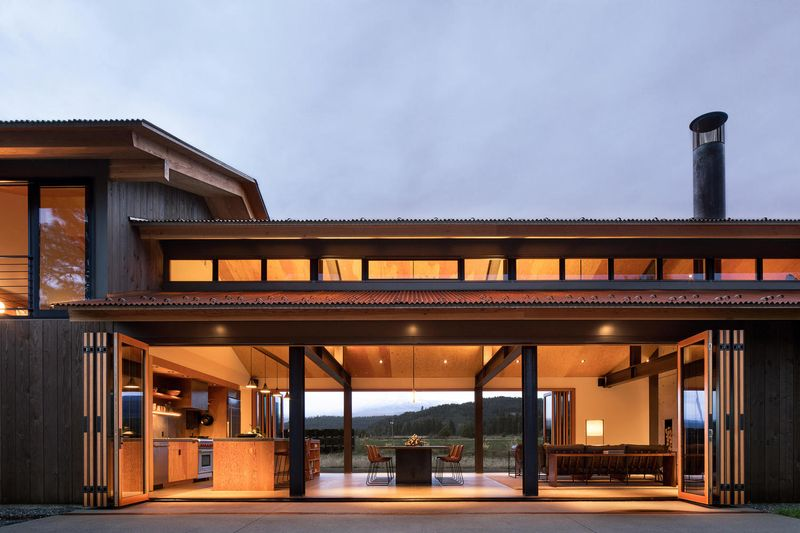 Pièce de vie illuminée - Trout-Lake-House par Olson Kundig - Washington, USA © Jeremy Bittermann