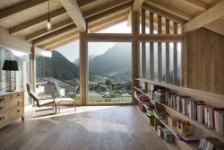 Bibliothèque étage - CNR-House par Alp-Architecture - Vollèges, Suisse © Christophe Voisin