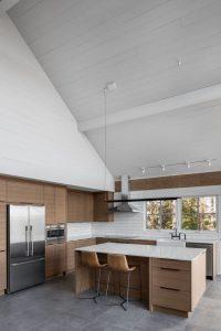 Espace îlot central de cuisine - High-Altitude-Style par Jane Hope - Saint-Sauveur, Canada © Adrien Williams