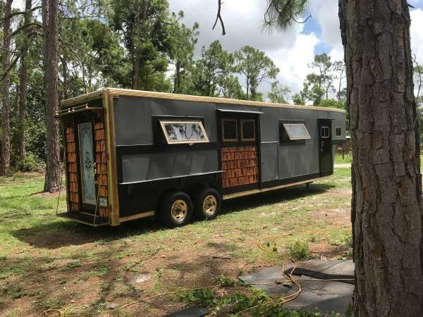 comment transformer une remorque chevaux en tiny house build green. Black Bedroom Furniture Sets. Home Design Ideas