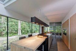 îlot central de cuisine illuminé - House-Fairy-Tale par Tijmen-Versluis - Voorschoten, Pays-Bas