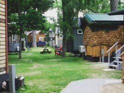 Cour arrière - Hobbit-Tiny-House - Colorado, USA © Weecasa