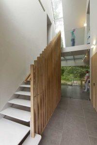 Escalier bois design - House-Fairy-Tale par Tijmen-Versluis - Voorschoten, Pays-Bas