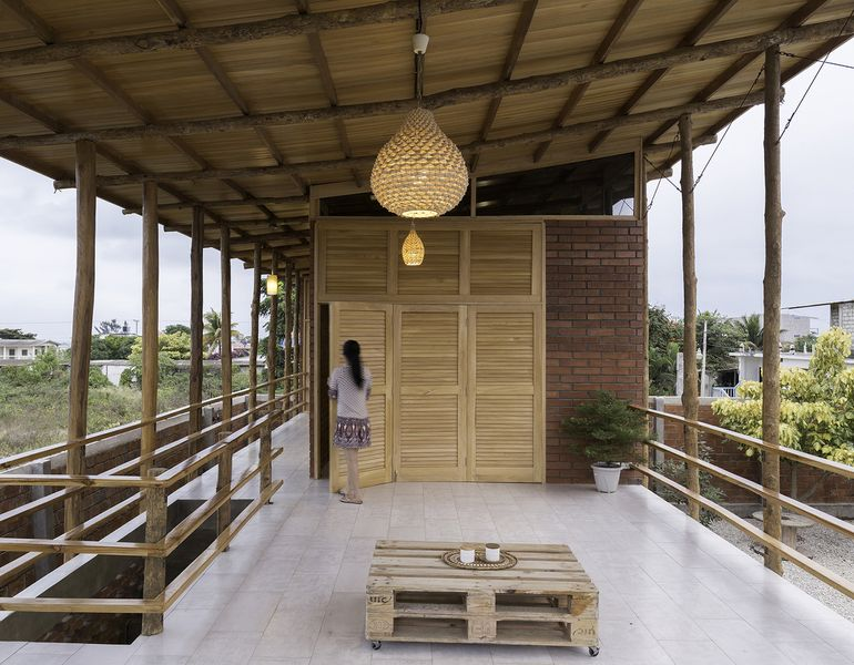 Espace ouvert - Stilts-House par Natura-Futura-Arquitectura - Equateur, Villamil © Maderas Pedro