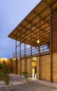 Grande espace rez de chaussée qui s'ouvre - Stilts-House par Natura-Futura-Arquitectura - Equateur, Villamil © Maderas Pedro