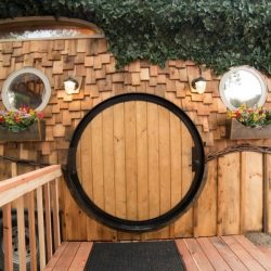 Porte ronde bois entrée - Hobbit-Tiny-House - Colorado, USA © Weecasa