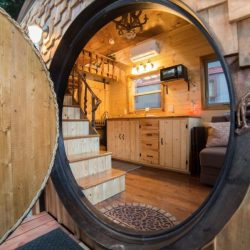 Porte ronde entrée - Hobbit-Tiny-House - Colorado, USA © Weecasa