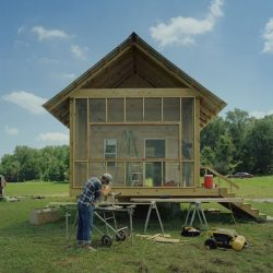 Une autre maison en finition par les étudiants - Homes-Rural-America par Rural-Studio - Alabama, USA © Timothy Hursley